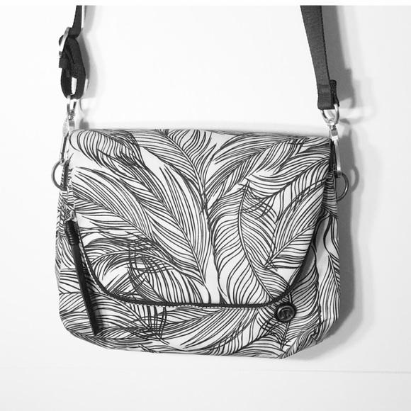 994ca62da4 lululemon athletica Handbags - Lululemon Party Om Bag In Sketchy Palms HP
